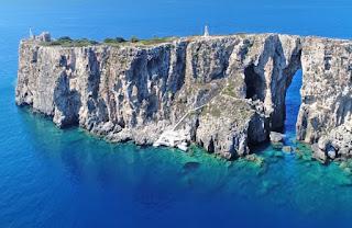 Τσιχλί Μπαμπά: H άγνωστη νησίδα στη Μεσσηνία με το παράξενο μυστικό