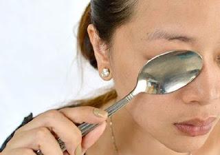 des cuillères pour les yeux