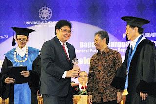 Airlangga Raih Herman Johannes Award Bidang Industri 4.0