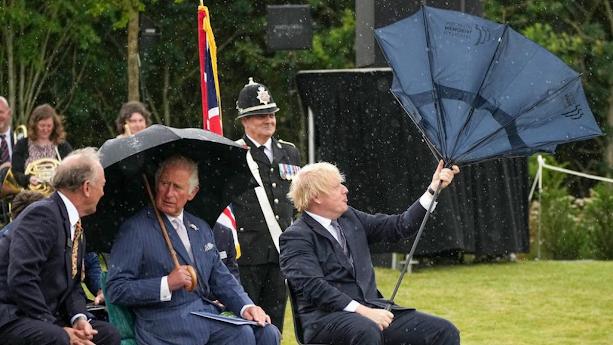 Boris Johnson ve Ters Dönen Şemsiyesi