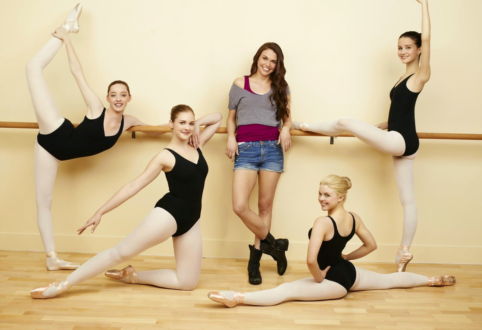 'BUNHEADS' PILOT REVIEW: 1.01 (2012). Sutton Foster stars in this short lived ABC Family Channel series. All text © Rissi JC