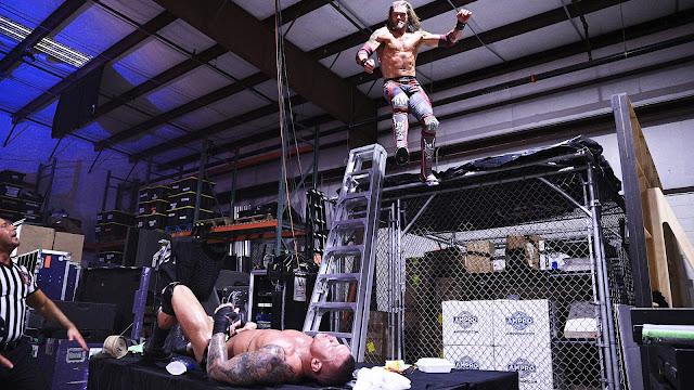 """""""Edge vs. Randy Orton"""" recebe duras críticas dos fãs"""