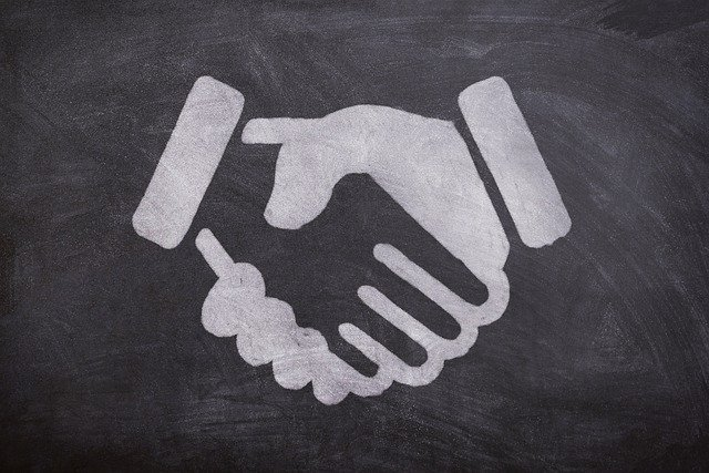 Ilustrasi berjabat tangan sebagai pengertian subject - verb agreement