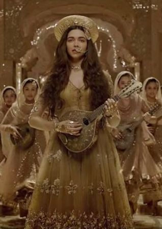 Dress no. 26 - Deepika Padukone outfit in Bajirao Mastani
