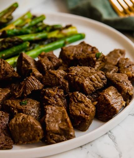 Garlic Balsamic Steak Bites & Asparagus