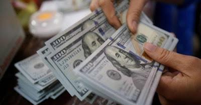 لاول مرة منذ سنوات.. الدولار يتجاوز حاجز الـ150 الف دينار في السوق المحلية