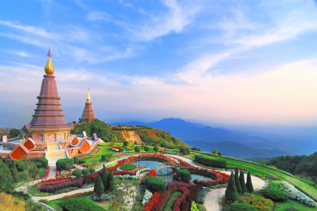 Sẽ thật thiếu sót nếu tới thăm Chiang Mai mà không tới những địa điểm đầy cảm hứng với sự đan xen tinh tế giữa quá khứ và hiện tại. Tại đây bạn sẽ được chiêm ngưỡng những tháp chùa vàng hàng trăm tuổi bên những quán cafe hiện đại với những ly cà phê tinh tế.