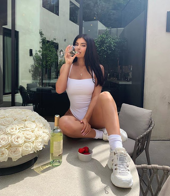 Kylie Jenner Hot & Sexy pics