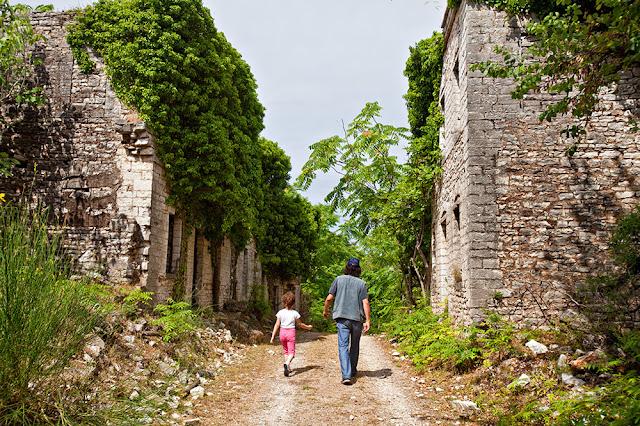 Θεσπρωτία: Ψυχόδραμα και αρχαία τραγωδία στο παλαιό χωριό της Σαγιάδας