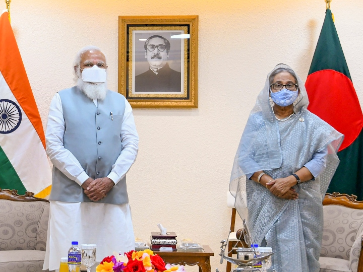 India Help To Bangladesh - India Prime Minister Modi handed over 12 lakh vaccine doses and 109 ambulances to Sheikh Hasina