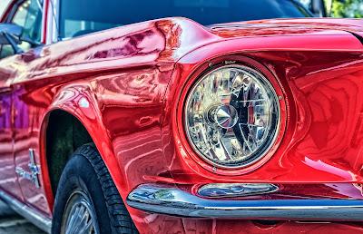 Tama66, Ford Mustang, photograph, https://pixabay.com/photos/ford-mustang-v8-67-ford-mustang-2705402/