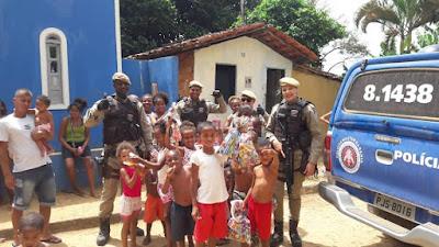 CETO do 14° BPM distribui brinquedos em vários bairros em Santo Antônio de Jesus