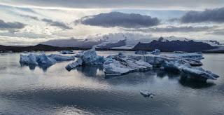 Laguna Glaciar Jökulsárlón y la lengua glaciar Breiðamerkurjökull