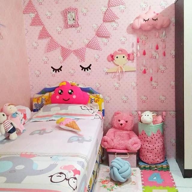 Model Wallpaper Dinding Kamar Tidur Terbaru Warna Pink untuk Perempuan
