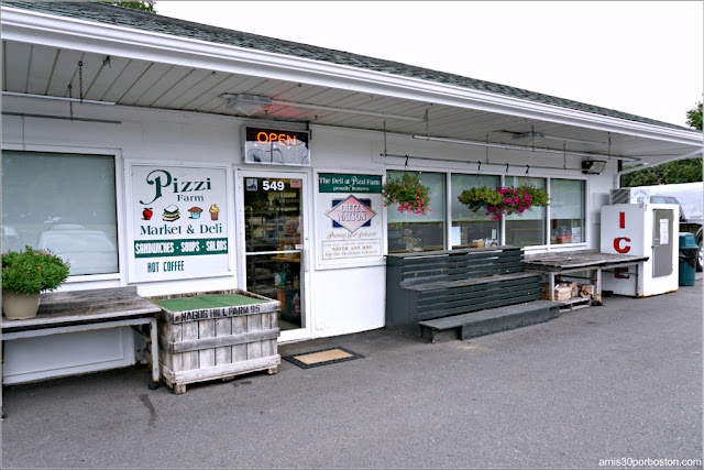 Tienda de la Pizzi Farm Market, Deli and Ice Cream
