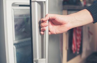 Keluhan Kulkas Tidak Dingin Disebabkan Oleh Pintu Kulkas Yang Tidak Rapat