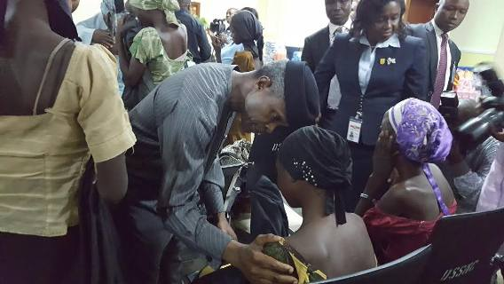 PICTURE OF Nigeria vice president professor Yemi Osinbajo and the released 21 chibok girls