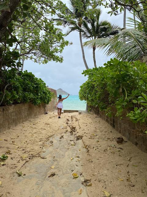 Fashion Blogger Kelly Fountain at Lanikai Beach