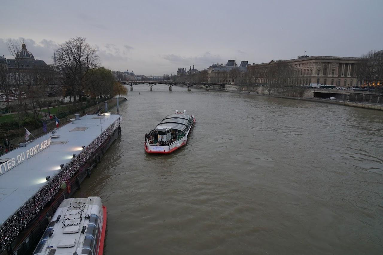 ヴデット・デュ・ポン・ ヌフ乗船場(Vedettes du Pont Neuf )