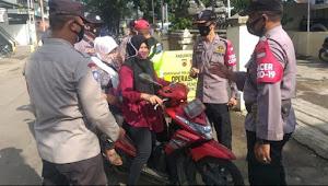 Binmas Polsek Bojongsoang Polresta Bandung Awasi Bantuan Pangan Non Tunai