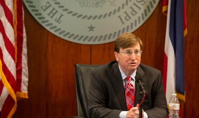 """Governador do Mississippi decreta dia de jejum contra Covid-19: """"Há poder na oração"""""""