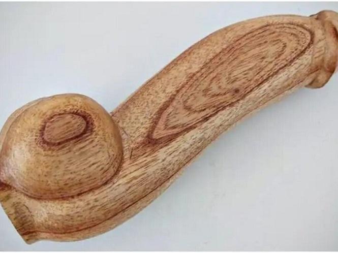 Explicaciones del Ministerio de Salud por la compra de miles de penes de madera