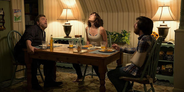 John Goodman, Mary Elizabeth Winstead e John Gallagher Jr. em RUA CLOVERFIELD, 10 (10 Cloverfield Lane)