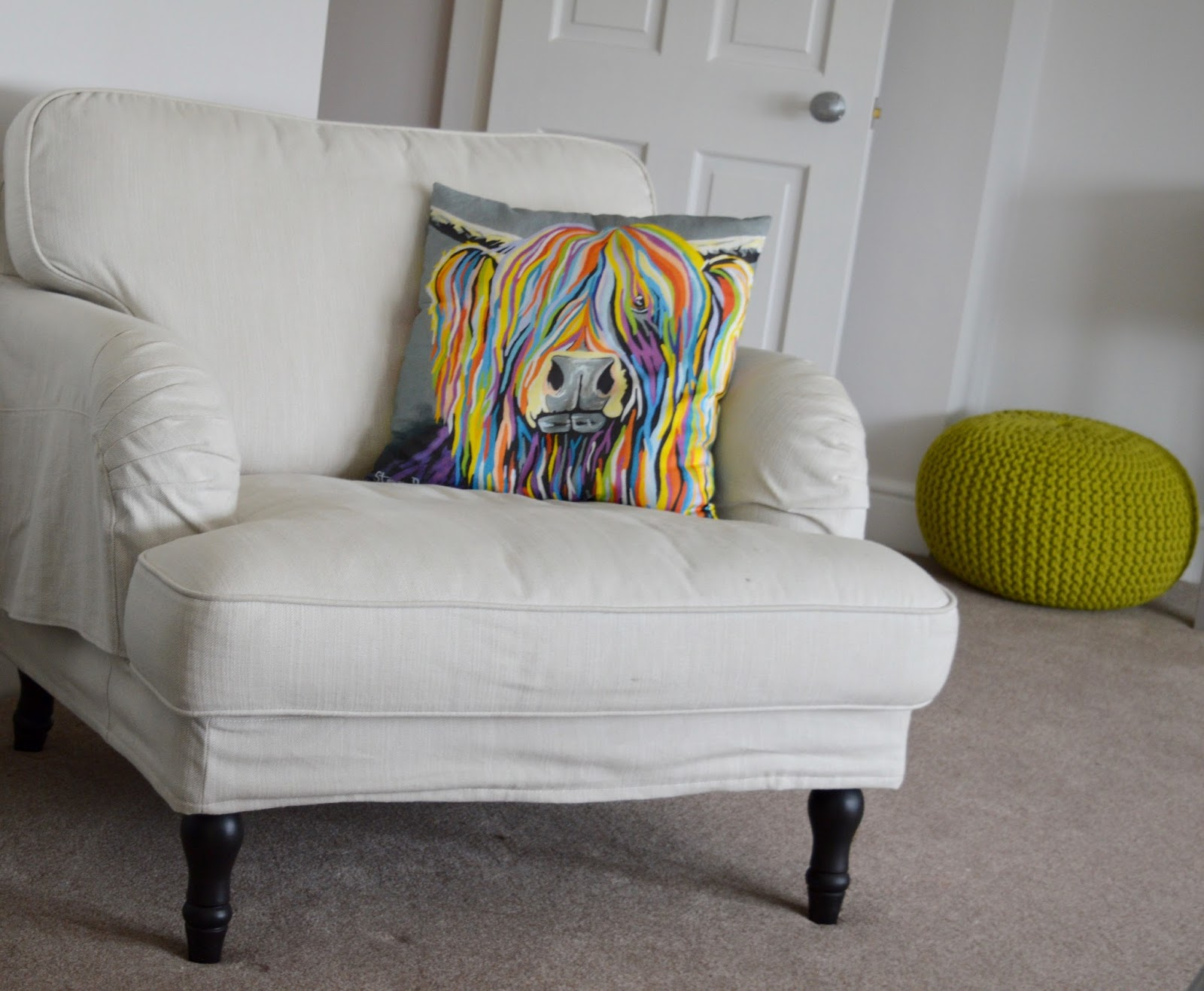 We review One Frenchgate House - A Luxury Serviced 4 Bedroom Apartment in Richmond, North Yorkshire. Available to rent for holidays and short breaks - reading chair