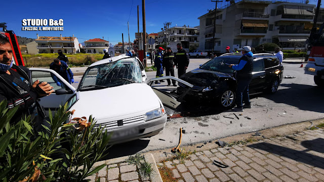 Τροχαίο ατύχημα στο Ναύπλιο με σύγκρουση αυτοκινήτων