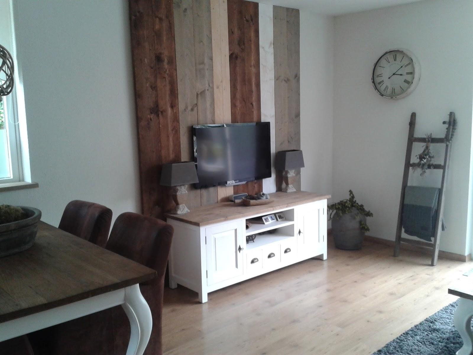 Tv Op Plank Aan Muur.Plank Achter Bed Excellent X Inloopkast Achter Het Bed With Plank