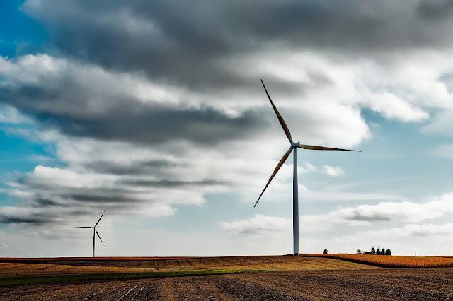 Perubahan energi yang terjadi pada pembangkit listrik tenaga angin adalah