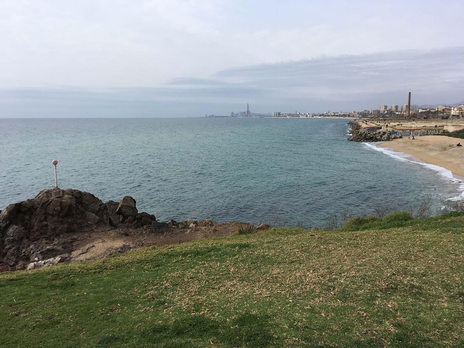 Playa de Montgat y Barcelona al fondo