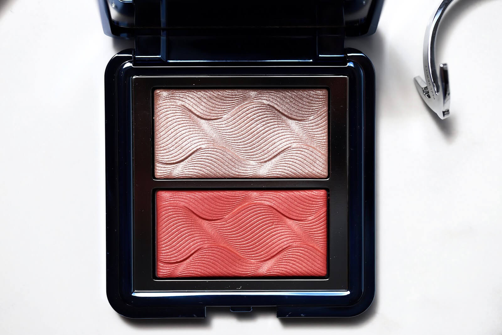 chantecaille chic cheek palette duo coral swatch