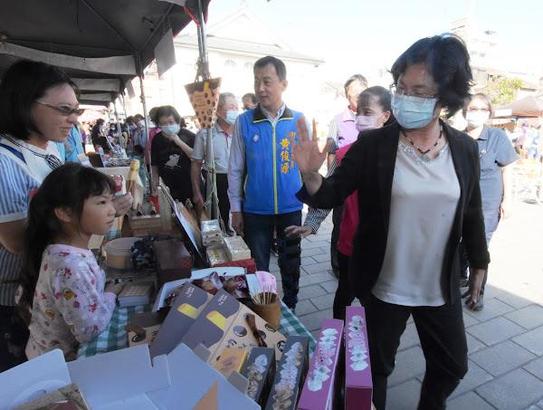 鹿港糕餅文化節轉扭蛋 彰化市一對母女手氣超旺