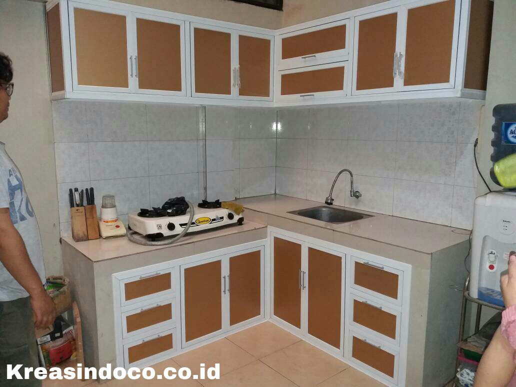 Kitchen set pemasangan di perumahan puri kanaya krukut depok