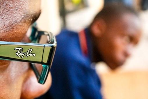 Tren Fashion Kacamata Terbaru Rayban yang Holywood Banget