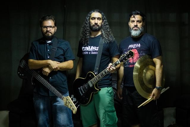 Baixista Marcus Pimentel, vocalista e guitarrista Éric Cravo, baterista Marcel Nobrega