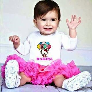 Foto bayi lucu pakai baju hello kitty pink