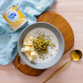 Susu Kental Manis Frisian Flag Gold akan menambah nikmat hidangan bubur tradisional untuk awali hari penuh kegiatanmu