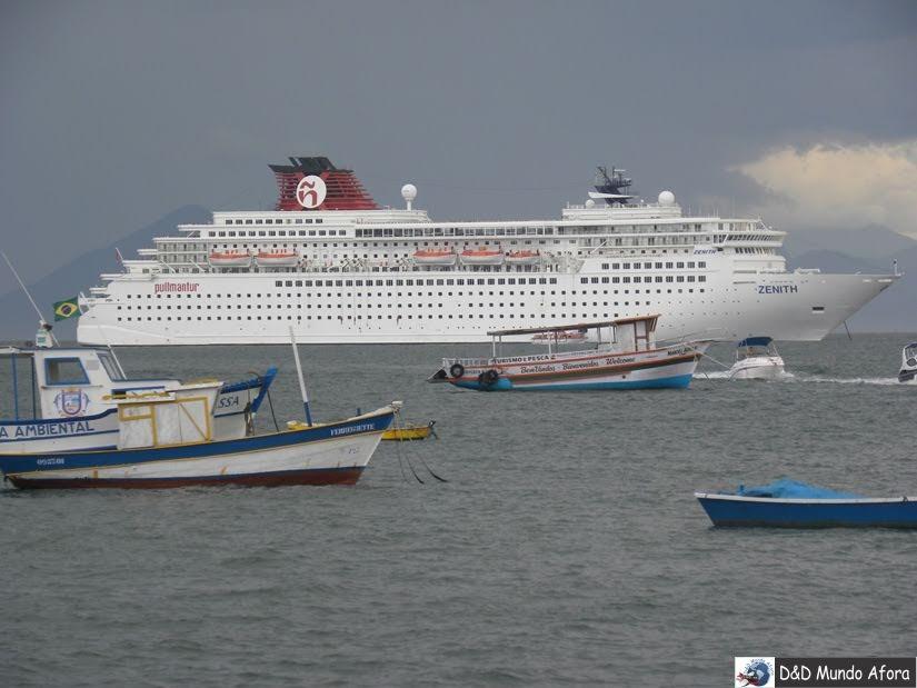 Navio atracado - Roteiro 1 dia em Búzios - Rio de Janeiro