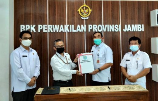 Sekda Asraf Serahkan LKD Kerinci 2020 ke BPK Perwakilan Jambi