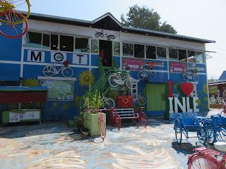 インレー湖のMOTカフェ