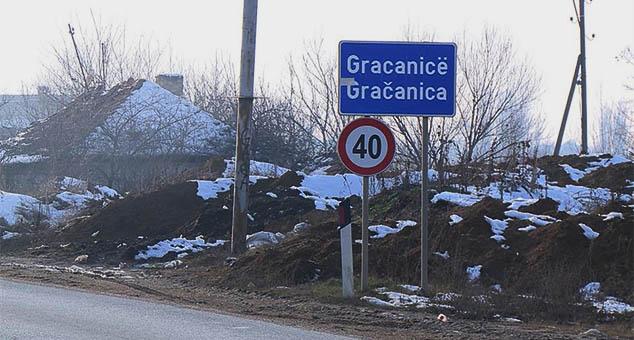 Близу српских 50 домаћинстава у самом центру Грачанице, међу којима су и пословни и привредни субјекти, се већ две недеље суочава са проблемима у снабдевању електричном енергијом.