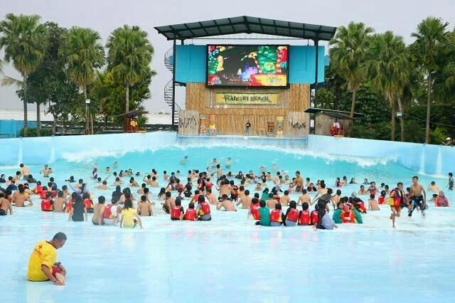 Suasana Keseruan di Hawai Waterpark Malang