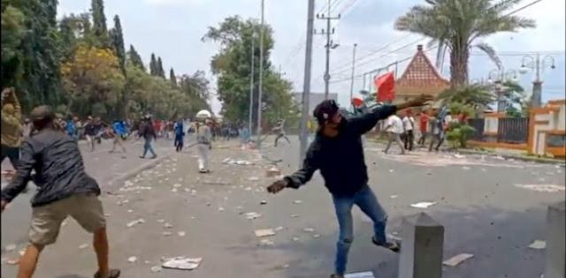 Geram Fasilitas Rusak, Ketua DPRD Duga Ada Aktor Di Belakang Demo Anarkis Mahasiswa