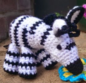 http://translate.googleusercontent.com/translate_c?depth=1&hl=es&rurl=translate.google.es&sl=auto&tl=es&u=http://www.lookatwhatimade.net/crafts/yarn/crochet/free-crochet-patterns/zoe-crochet-zebra/&usg=ALkJrhhh_LLafzGosoPdgUNiJWES12NJ7w