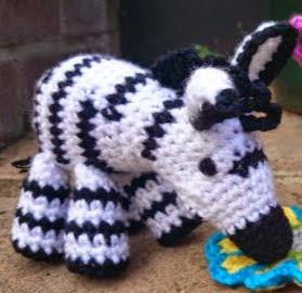 http://translate.googleusercontent.com/translate_c?depth=1&hl=es&rurl=translate.google.es&sl=auto&tl=es&u=http://www.lookatwhatimade.net/crafts/yarn/crochet/free-crochet-patterns/zoe-crochet-zebra/&usg=ALkJrhhh_LLafzGosoPdgUNiJWES12NJ7w