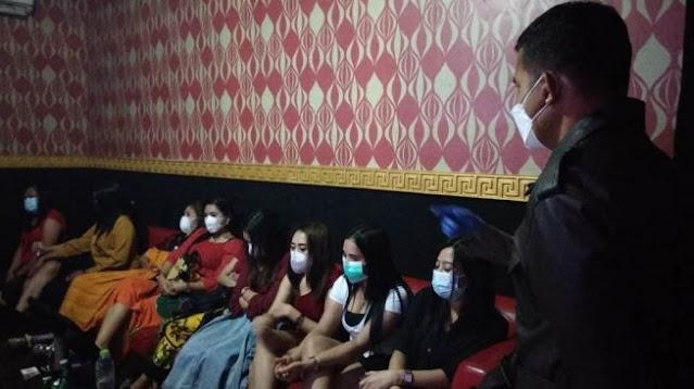 Bulan Ramadhan, Dua Kades di Kabupaten Pati Ketahuan Lagi Asik Karaokean