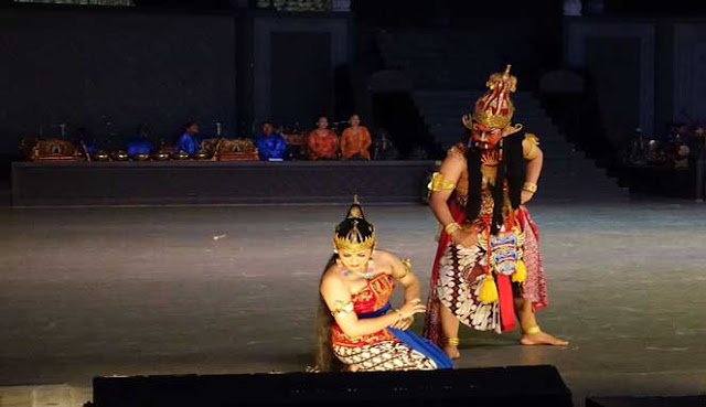 Terletak  tidak terlalu jauh dari kota Jakarta 10 TEMPAT WISATA BUDAYA TERBAIK DI YOGYAKARTA, INDONESIA