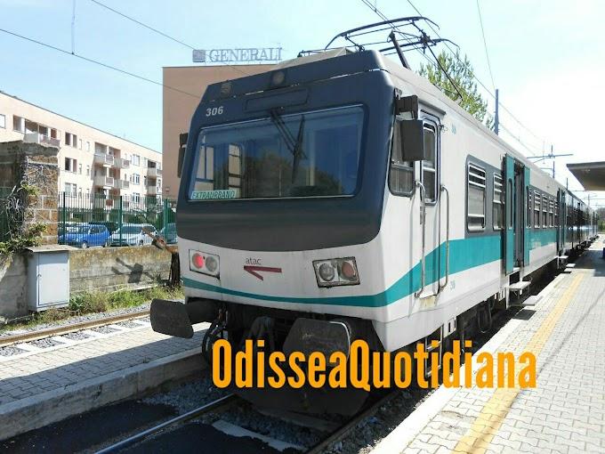 Resta incastrata e appesa fuori dal treno in corsa: viaggio choc sulla Roma Nord